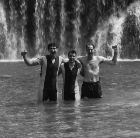 Alberto Rubio (un pívot que era de Madrid, 4º pivot Huesca, no jugaba mucho con Iñaki Iriarte), Iván Pardo y Brian Jackson... pasando un día en el río