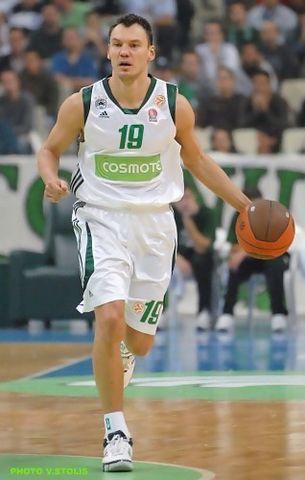 Saras Jasikevicius sube el balón (paobc.gr)