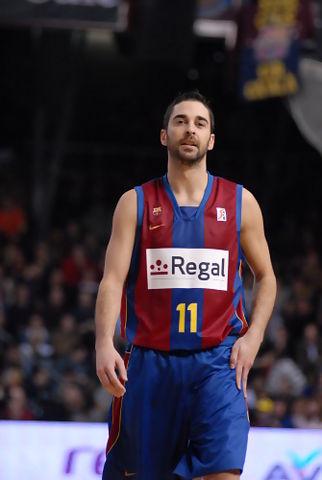 Navarro con 12 puntos ayudo a la victória de Regal. Fotos:dnavarro.es