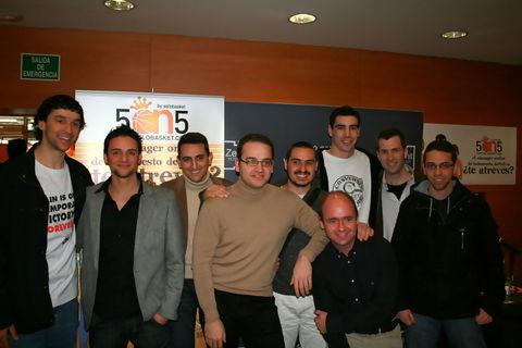 El equipo de Solobasket con Llull y Blanco