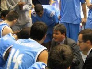 Sergio Valdeolmillos en su primer encuentro como técnico del Breogán (Foto: Web Leche Río Breogán)