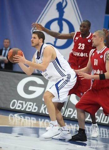 Bostjan Nachbar con la elástica del Dynamo