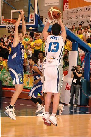 05 Suspensión de Dani Pérez (basquetmaniàtic)