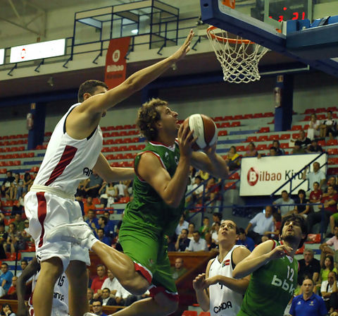 Euskadi-Canadá. Urko Otegi, MVP del Torneo (foto Federación vasca de Baloncesto)