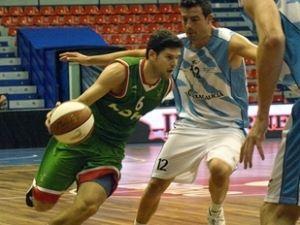 Euskadi-Galicia. Uriz se va de Seijo en la segunda semifinal (foto Federación vasca de Baloncesto)