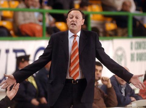 Ángel Navarro dirigiendo al COB en el pasado