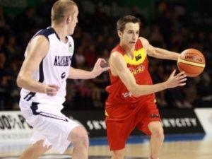Álex Hernández dirigiendo al equipo español en el Mundial de Nueva Zelanda (foto FIBA.com)