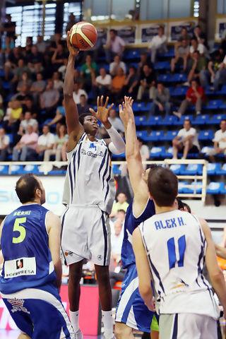 Mamadou Samb en la Final a 4 de Fuenlabrada (foto Emilio Cobos /FEB)
