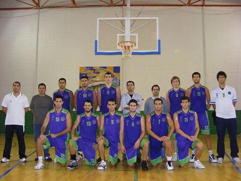 La plantilla de Santurtzi para la campaña 2009/10 posó para Solobasket (Foto: Pablo Romero)