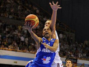 Tony Parker, otra vez decisivo (Foto FIBA/Castoria/Wiedensoholer)