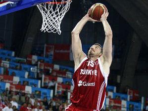 Turkoglu, uno de los líderes de la magnífica selección turca (Foto FIBA/Ciamillo Castoria)