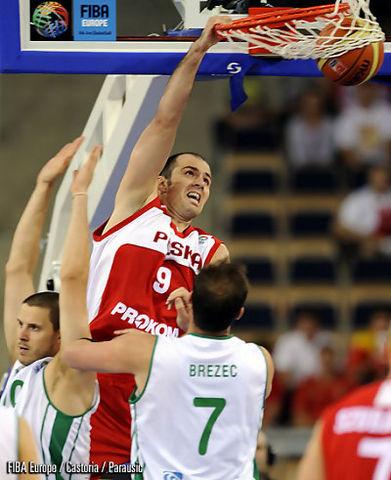 Mate de Szewczyk (Foto FIBA/Castoria/Parausic)
