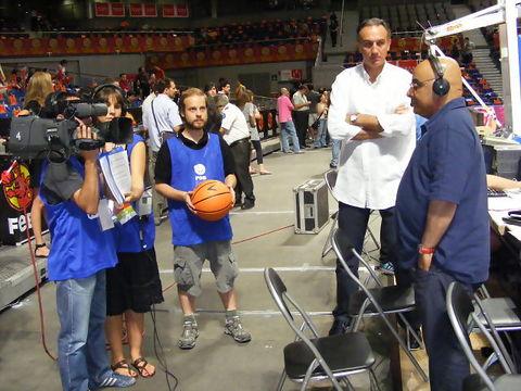 Andrés Montes junto a Epi emitiendo en directo (Foto: Pablo Romero)