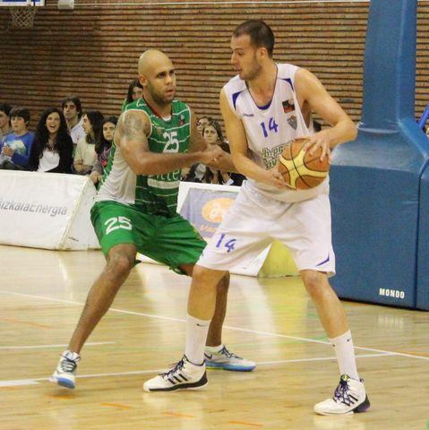Víctor Serrano y Kyle Rowley, dos de los destacados del partido (foto FB Zornotza)