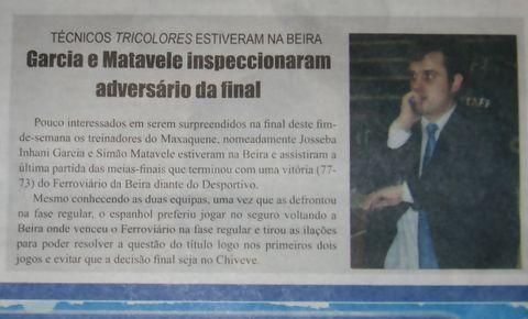 Iñaki Martín auténtico protagonista de la prensa mozambiqueña (Foto: Pablo Romero)