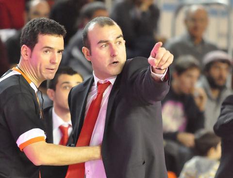 Ponsarnau discute una decisión arbitral (foto: FM)