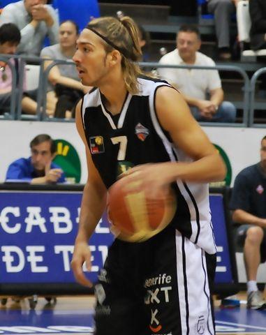 Adrian Boccia sube la bola para el Tenerife Rural (Foto: Edgar López)