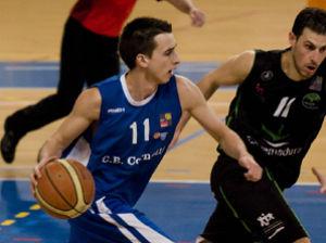 Alejandro González (Cáceres), le ganó la partida a Alejandro Hernández (Cornellá). (Foto: CB Cornellá)