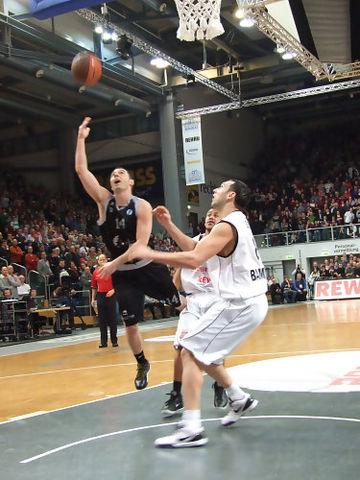 Salgado movió con maestría a los suyos (Foto: Bizkaia Bilbao Basket)