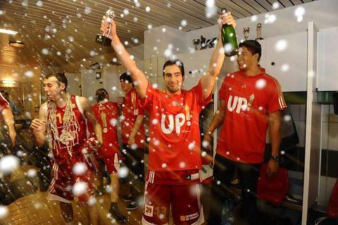 CAI celebró el ascenso por todo lo alto (Foto: Ramón Comet)