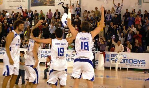 Tíjola celebró la victoria con su público (Foto: Promobys Tíjola)
