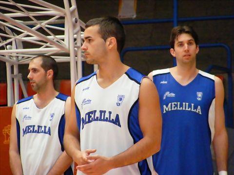 Juanma Ruiz, Sergio Riera y Ondrej Starosta atienden las últimas indicaciones (Foto: Pablo Romero)