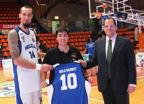 Melila Baloncesto quiso conmemorar con Solobasket su 10º Aniversario (Foto: Pablo Romero)