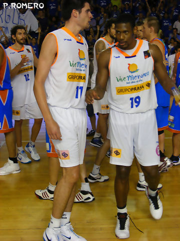 Cuthbert Victor, feliz junto a Marc Fernández (Foto: Pablo Romero)