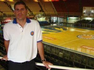 El técnico español Iván Déniz dirigirá a los Halcones de Xalapa, actual campeón de la liga mexicana