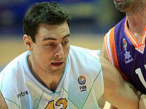 Craig Callahan frente al que fue su compañero de equipo Rafa Martínez (Foto: FIBA Europe)