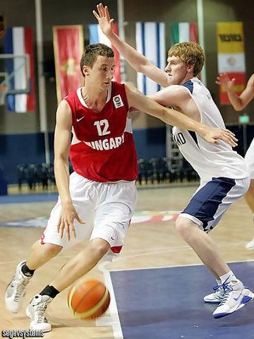 Norbert Timko en el Europeo B U18 con Hungría (foto FIBA Europe)