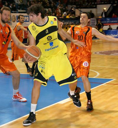 Ricardo Guillén es uno de los mejores interiores de la liga (Foto: Alba Pestano/CB Canarias)