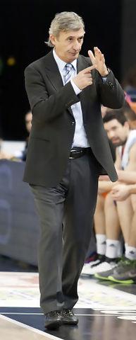 Primer tiempo muerto de Pesic como entrenador del Power Electronics Valencia (Foto: Lafargue)
