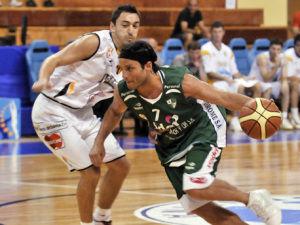 Bruno Labaque supera a Ibarra (Foto: Atenas Córdoba)