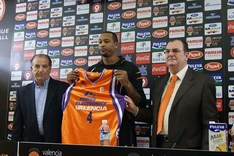JR Giddens, durante su presentación como jugador del Power Electronics Valencia (Foto: Valencia Basket)