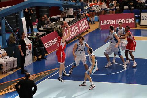 Slokar lanza (foto: ACB PHOTO/Luis Garcia)