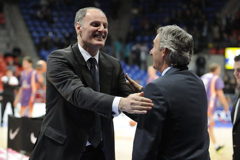 Ivanovic y Pesic se saludan (ACB PHOTO / Lino González)
