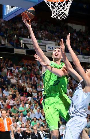 Nedzad Sinanovic fue el mejor del partido (ABC Photo/ Mariano Pozo)