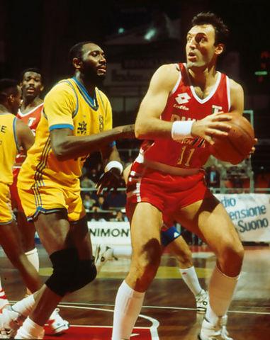Dino Meneghin hizo grande al Tracer Milano (Foto: Archivio Olimpia Milano).