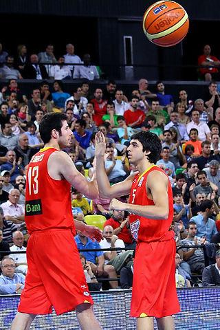 Pozas felicita a Lorenzo tras una buena acción.<br>Foto: Luis Fernando Boo.