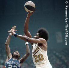 Hillman ataca el aro (Foto RemembertheABA.com).