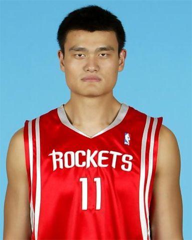 Yao Ming posando ante la cámara (Foto: NBA)