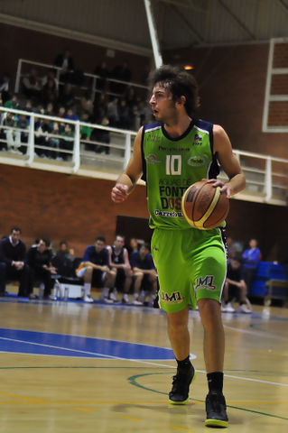 Sergio Llorente subiendo la bola.<br>(Foto Chema Gonzalez)