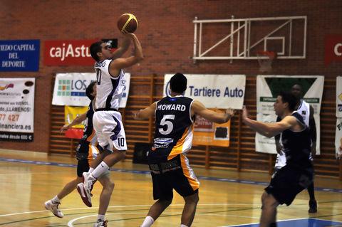 Alvarado lanza en suspensión<br>(Foto Chema Gonzalez)