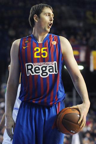 Erazem Lorbek sorprendido y disconforme con una decisión arbitral. Foto: victorsalgado.com
