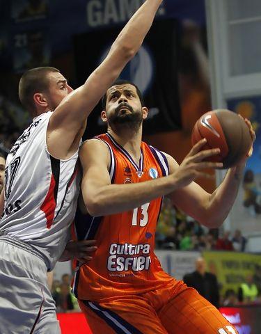Faverani dominó en la pintura (Foto: Valencia Basket)