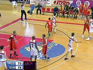 Girona saca de banda con seis jugadores en cancha (Imagen de IB3)