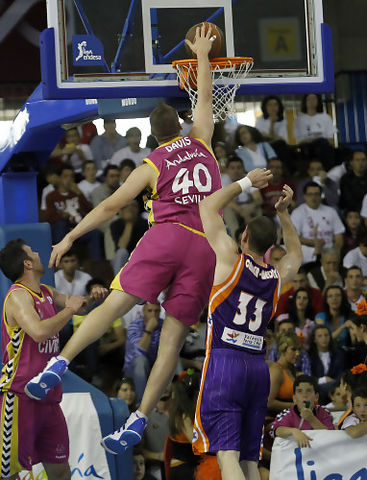 Paul Davis, una vez más, determinante (Foto: Tolo Parra/ACB Photo)