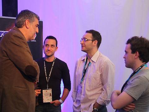 Santi Rodríguez charlando con Juanma Iturriaga en la Final Four de la Euroliga en la que Solobasket actuó de asesor de Sportingbet