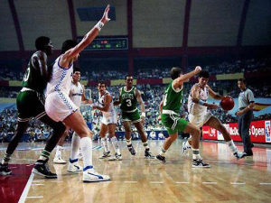 Open McDonald's 1988: Real Madrid 96–Boston Celtics 111. Drazen Petrovic acabó el partido con 22 puntos, Larry Bird con 29 (Foto: Gigantes)